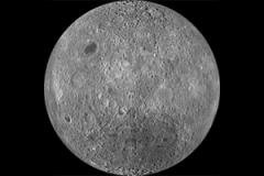 الفلكيون يعيدون دراسة النصف المخفي من القمر