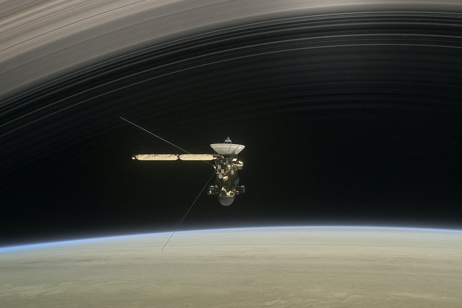cassini-spacecraft-between-saturn-and-its-rings